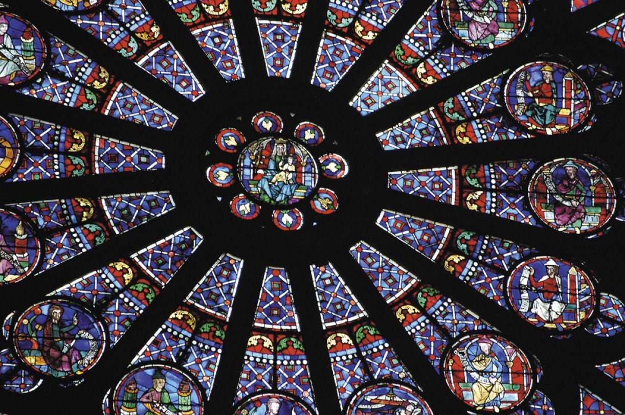 Na Catedral de Notre-Dame, um detalhe mostra a complexidade da arte vitral
