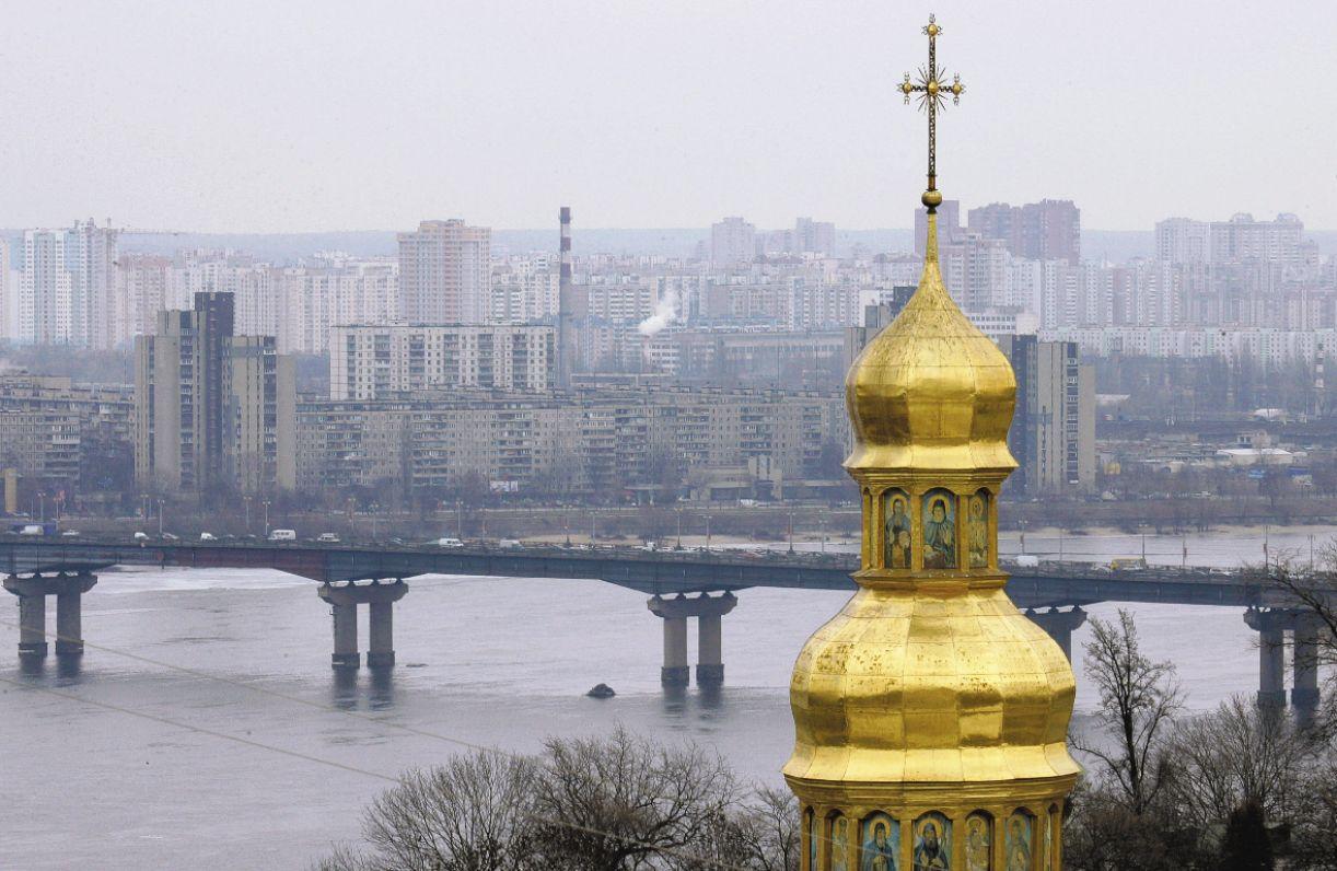 Cúpulas de igrejas são belos destaques na paisagem local