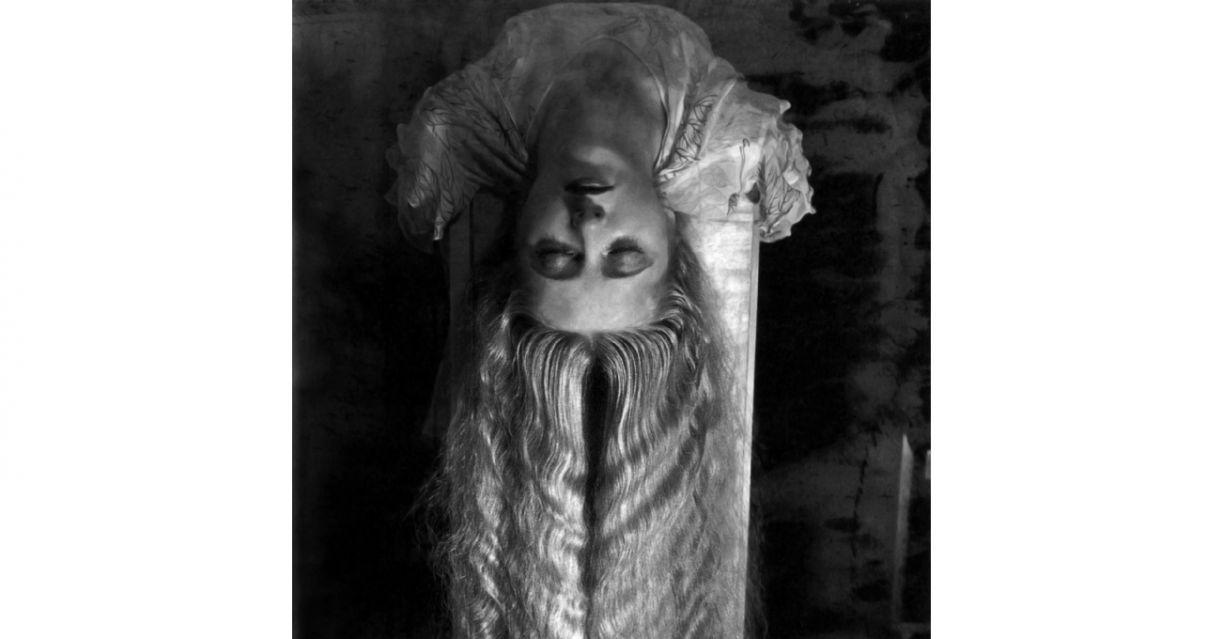 'Mulher com cabelo longo', obra de Man Ray, de 1929, integra a seleção para o volume