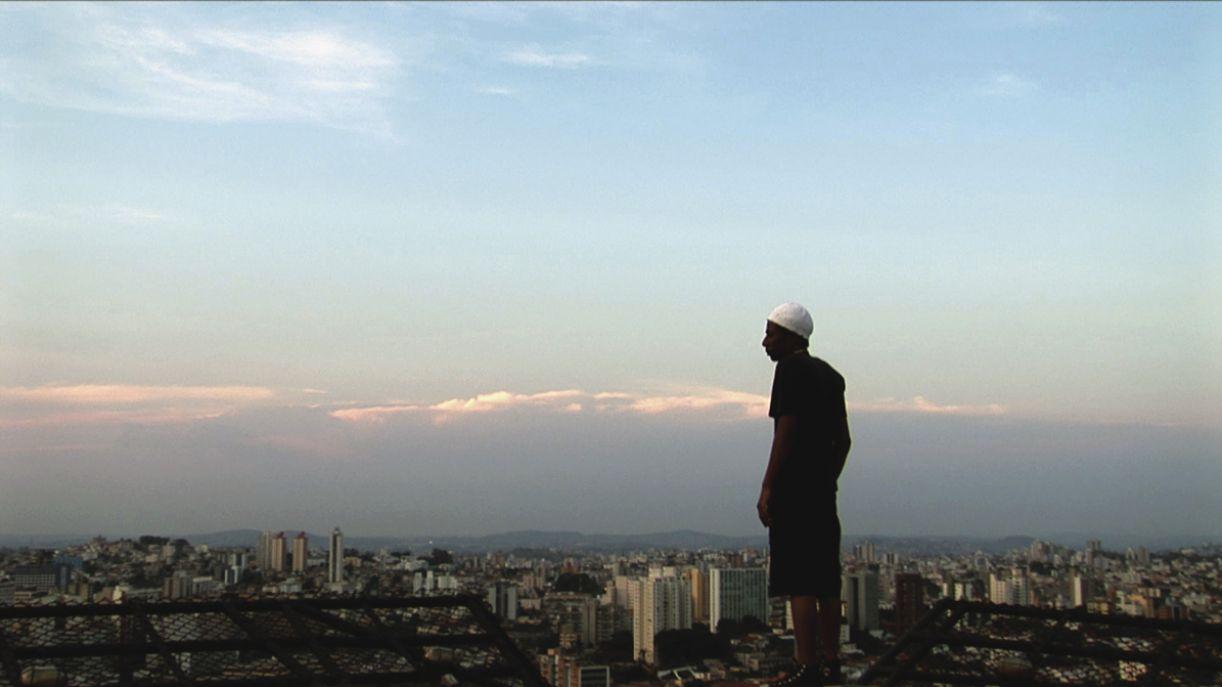 O filme 'O céu sobre os ombros' acompanha o duro cotidiano de pessoas ordinárias