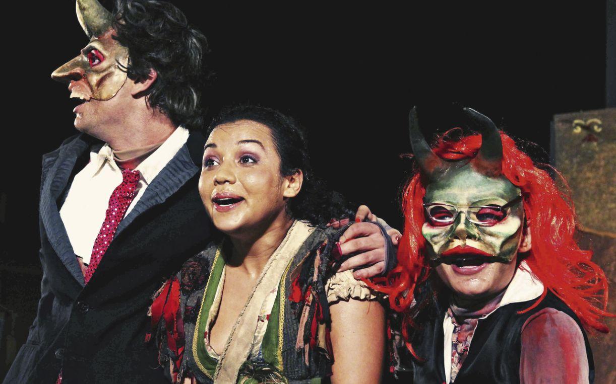O espetáculo 'Flor de Macambira' aponta para a maturidade dos atores do grupo