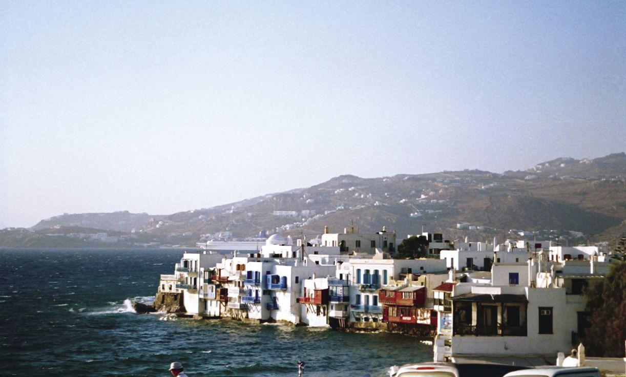 Das encostas de Míconos e Patmos, é possível observar a força do mar
