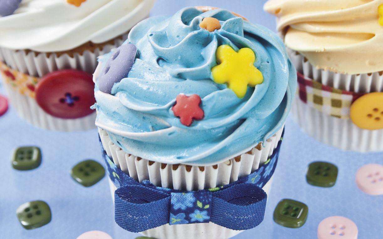 Cores lúdicas, como o azul-xampu e o branco-pompom, fazem do cupcake uma espécie de guloseima de conto de fadas