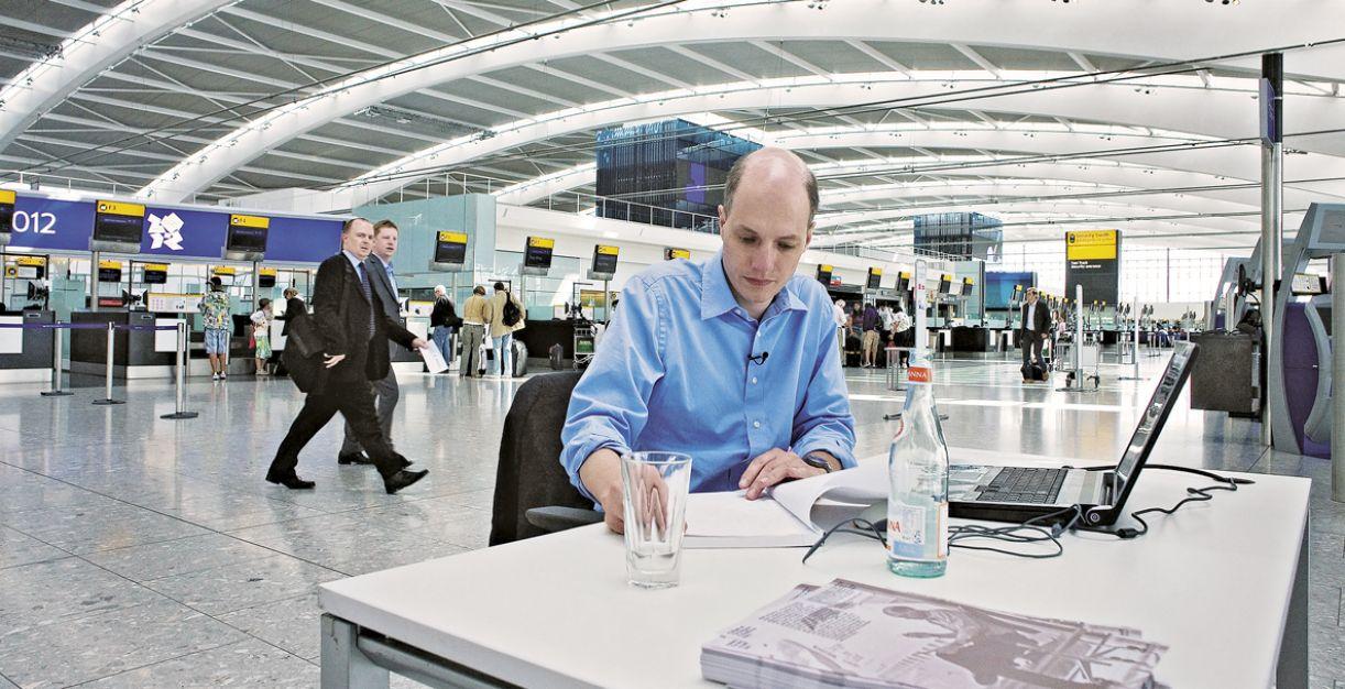 Em 2009, Alain de Botton passou uma semana no aeroporto de Heathrow, em Londres, experiência que resultou em 'Uma semana no aeroporto'