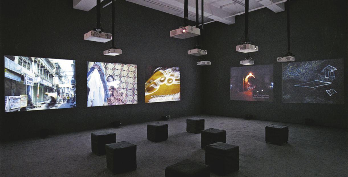 O cineasta indiano Amar Kanwar apresenta seus filmes-ensaio em instalações