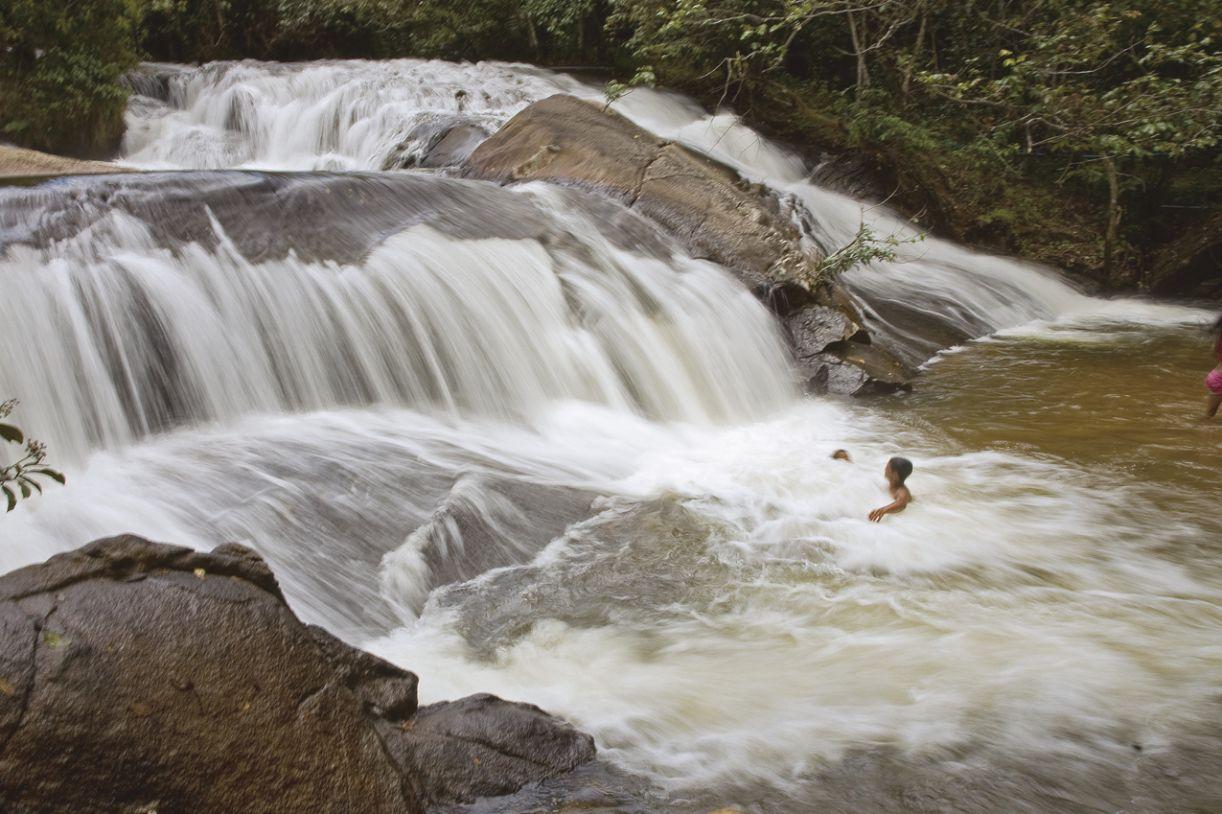 A região é cortada por quatro afluentes; em suas matas já foram identificadas 320 nascentes