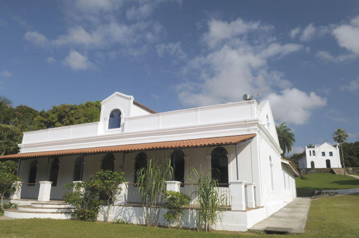 Casa-grande e capela são as edificações principais do engenho