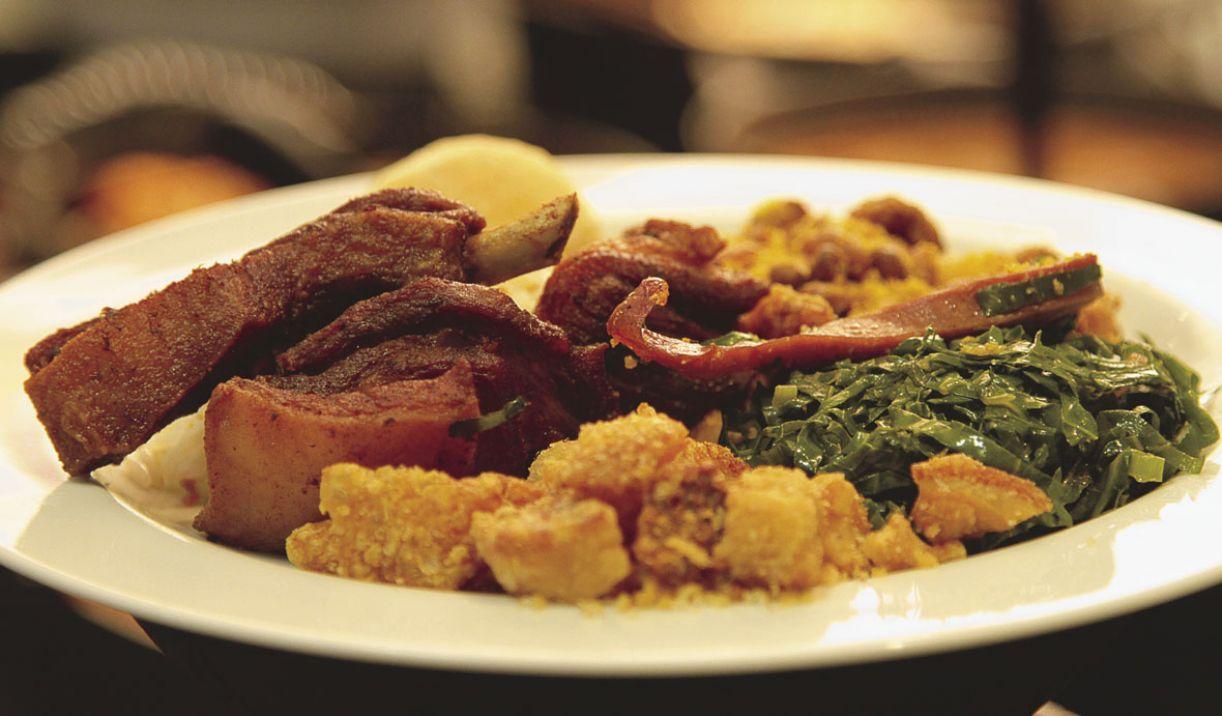 A costelinha de porco é tradição do restaurante Ô Mineiro, que funciona na Ilha do Retiro