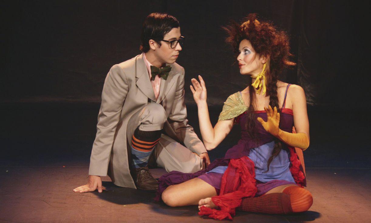 Os atores Arlindo Lopes e Fernanda de Freitas, em cena no premiado espetáculo musical infantil 'A ver estrelas', que tem texto e direção de João Falcão