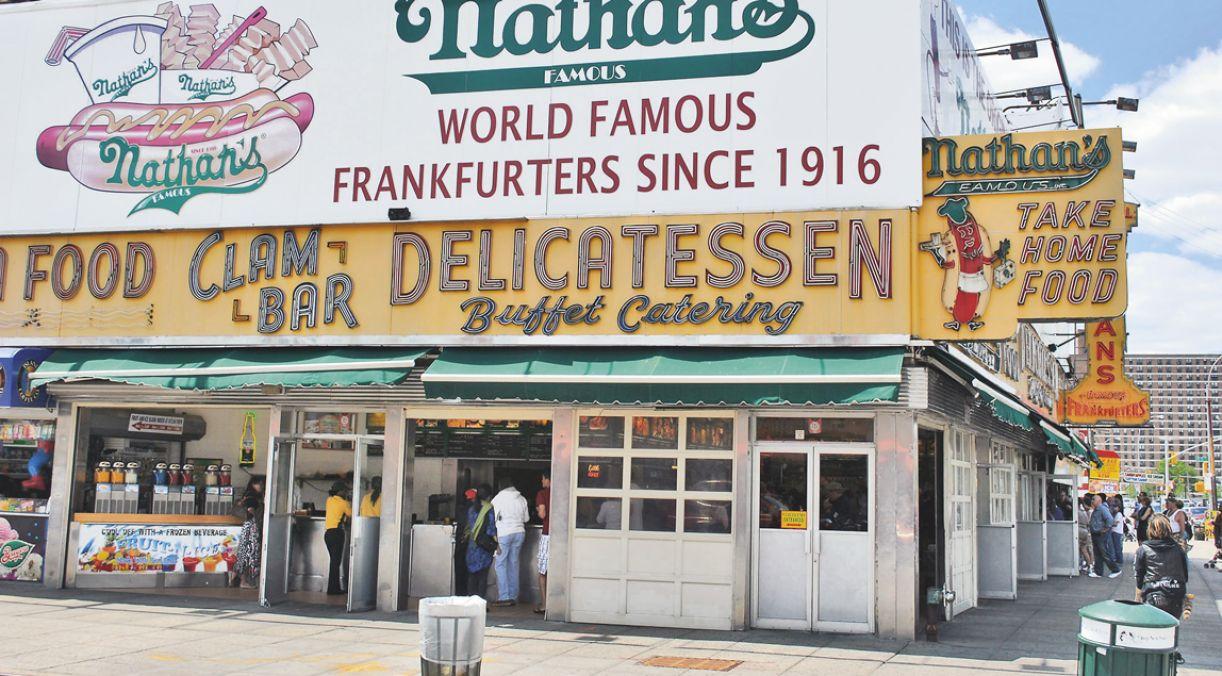 Nathan's, onde é servido o cachorro-quente mais antigo de NY