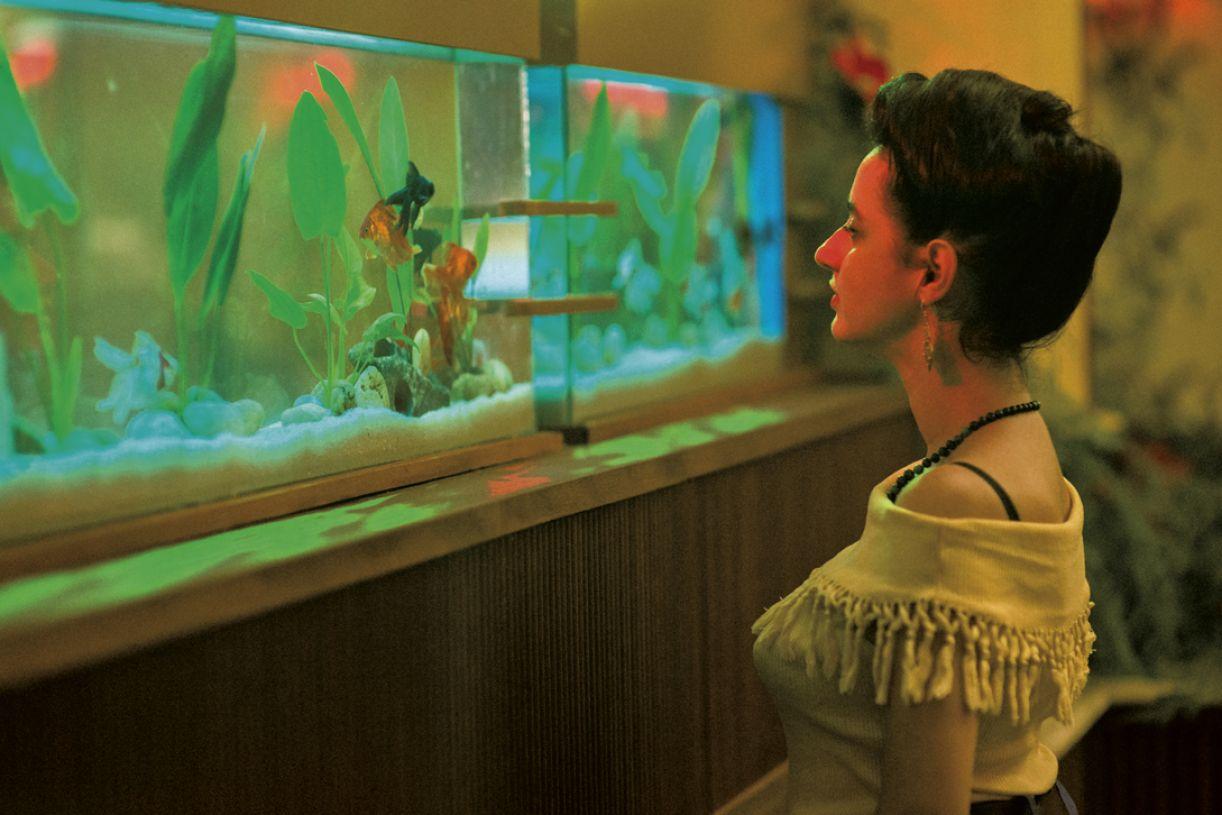 Julia Stockler como Guida em 'A vida invisível'