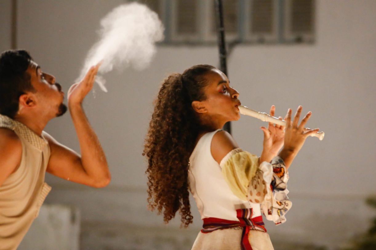 Imagem da peça Julieta Mais Romeu, que faz parte da Feteag