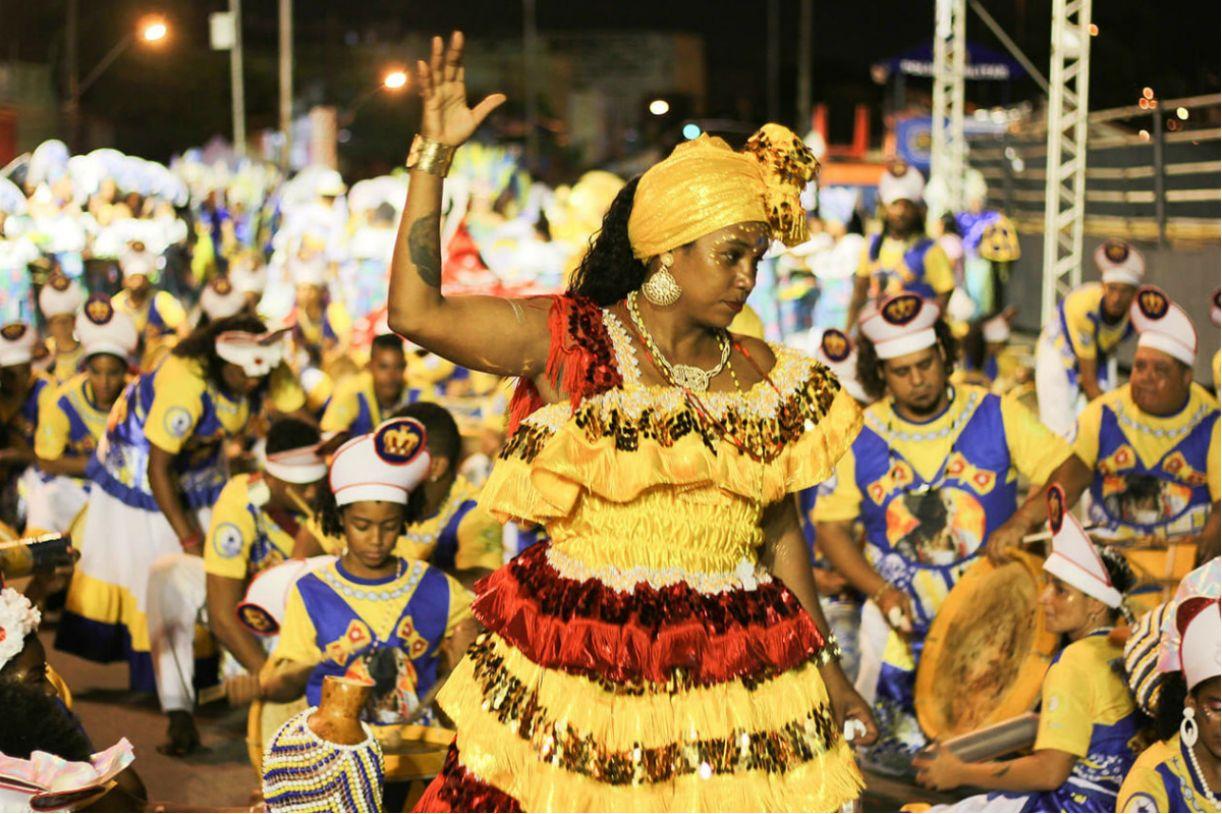 Mestra Joana comanda a Nação do Maracatu Encanto do Pina