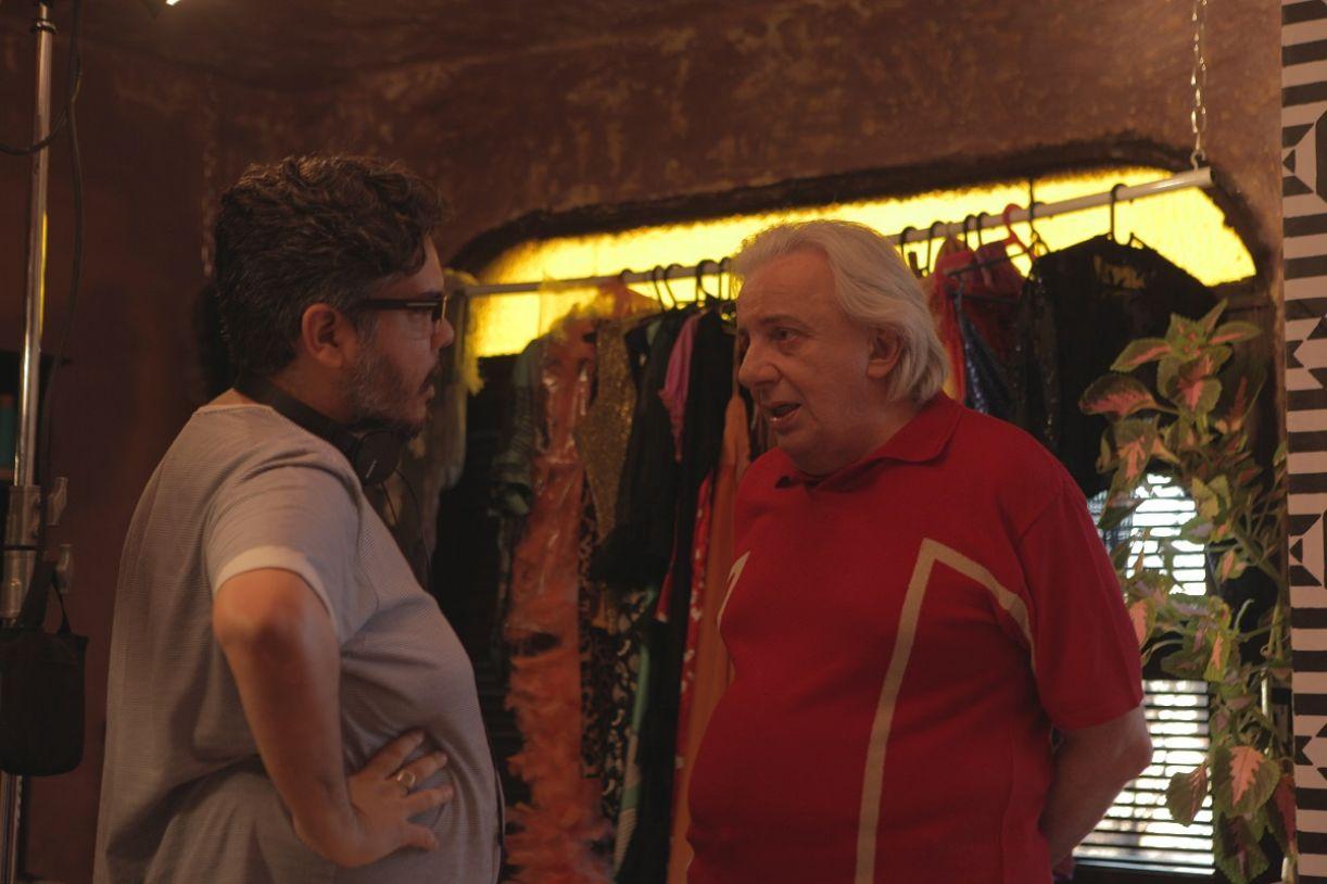 Armando Praça e Marco Nanini conversam durante gravação