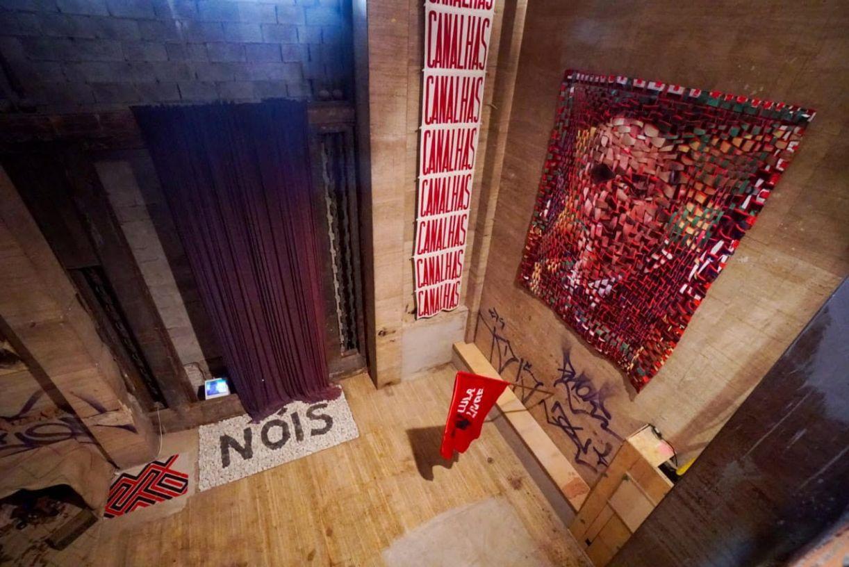 Parte da exposição 'O que não é floresta é prisão política'