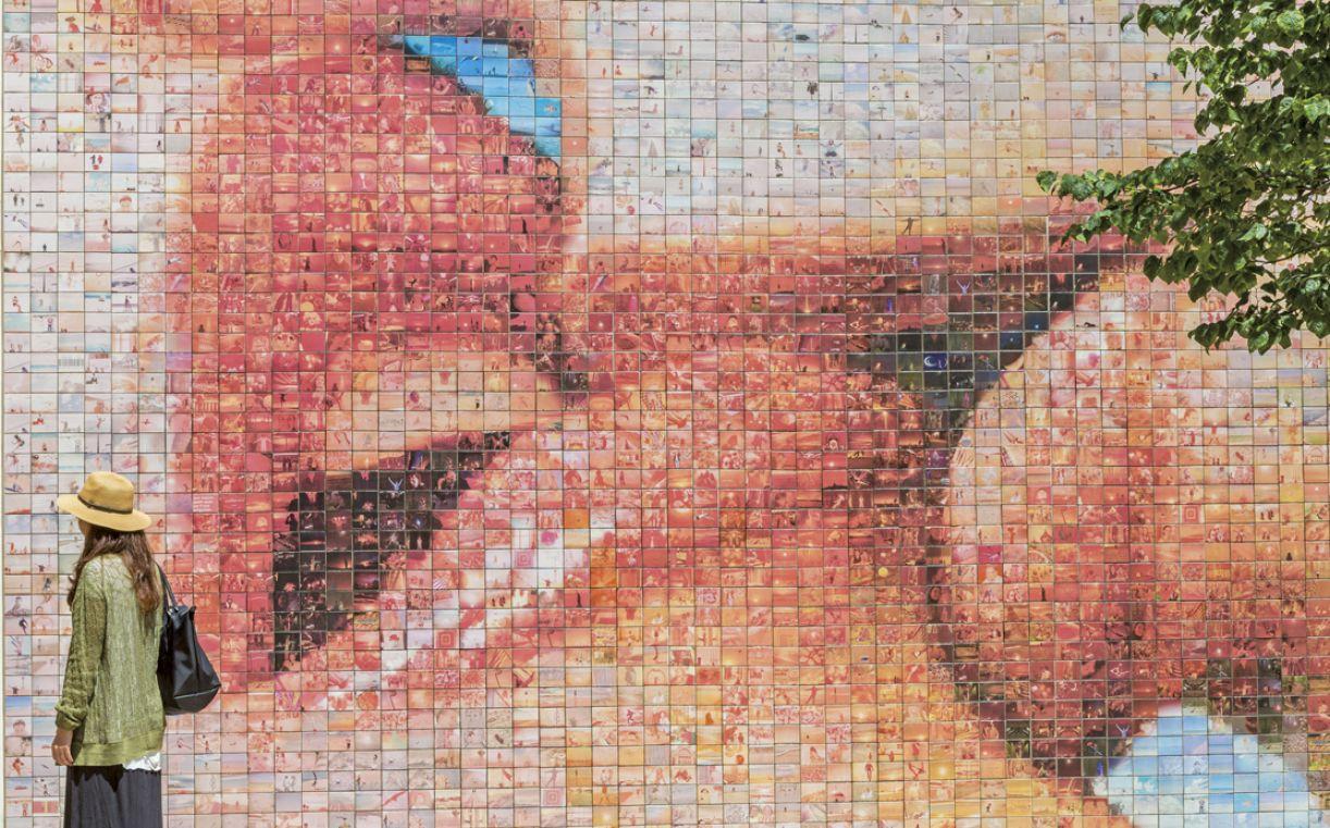 Mural 'El mon neix a cada besada' ('O mundo nasce a cada beijo'), 8 m x 3,8 m, Barcelona, 2014