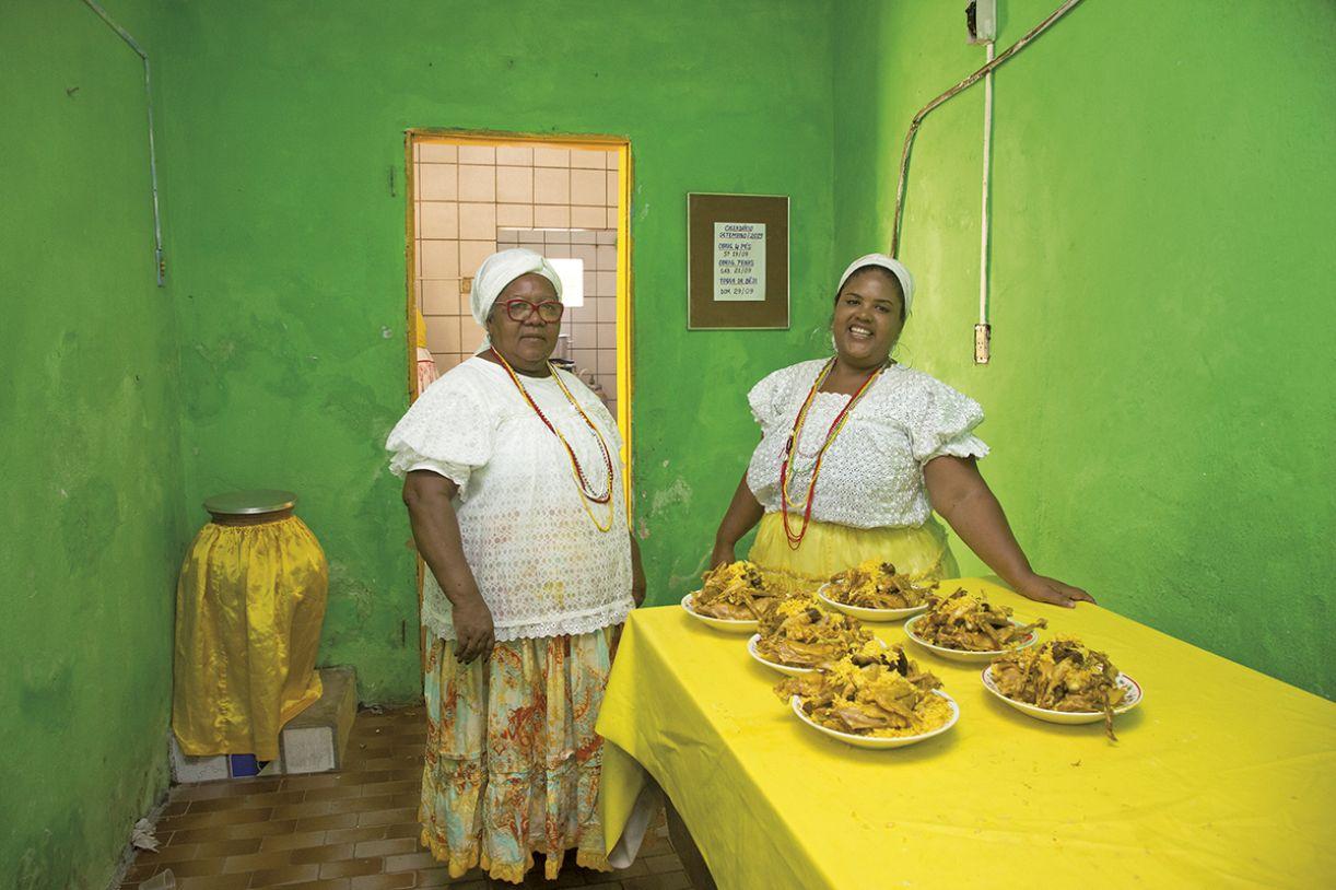 No Terreiro de Xambá, as iabassês Maria do Carmo de Oliveira e Luana Oliveira