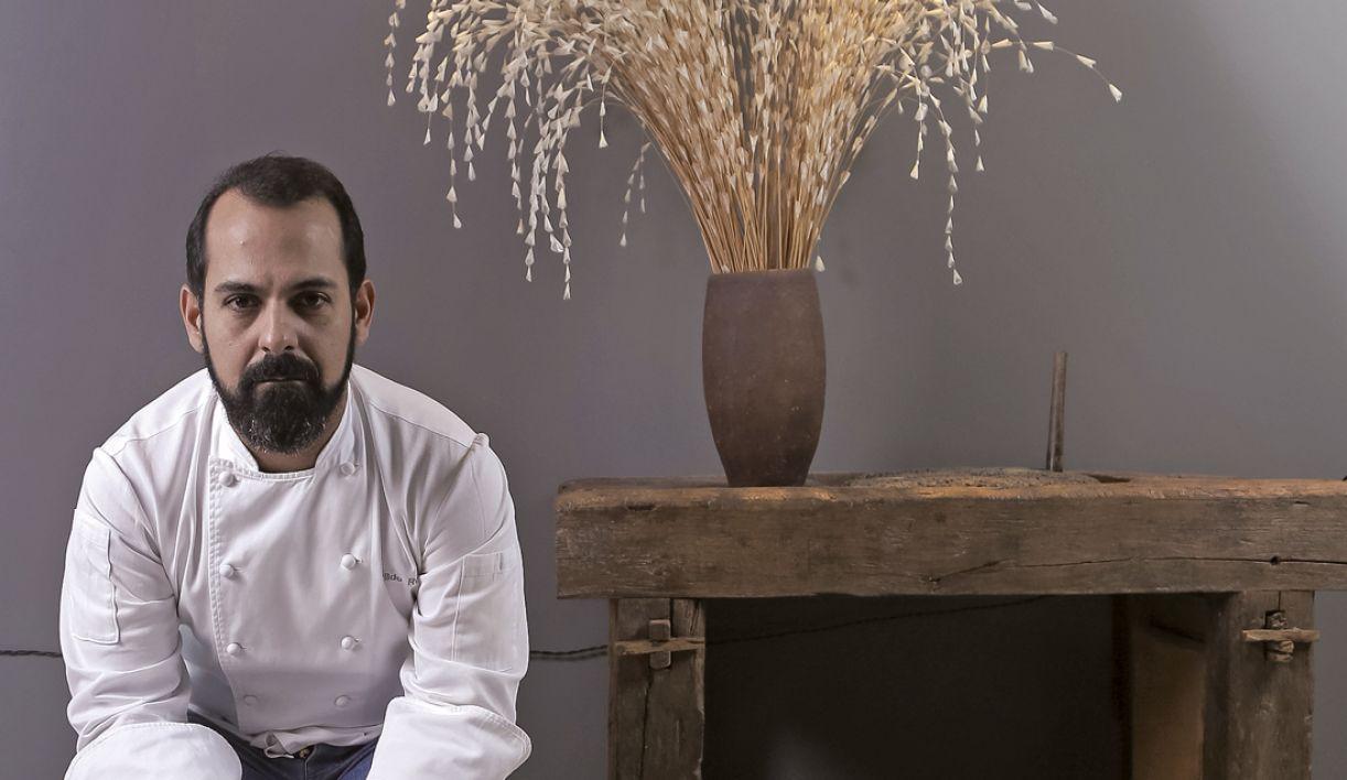 O chef tenta trabalhar ao máximo com produtos locais, sejam eles de produção orgânica, familiar ou de uma indústria local