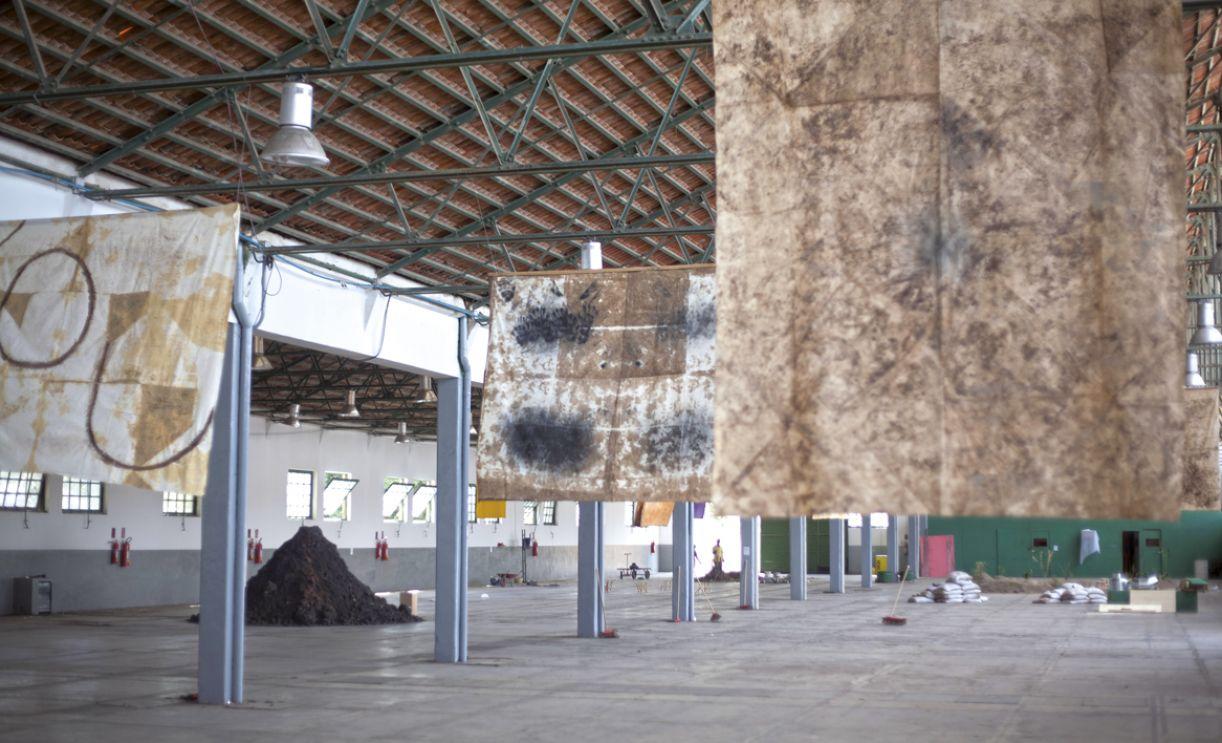 Galpão da antiga fábrica Caroá abriga a mostra até o dia 15