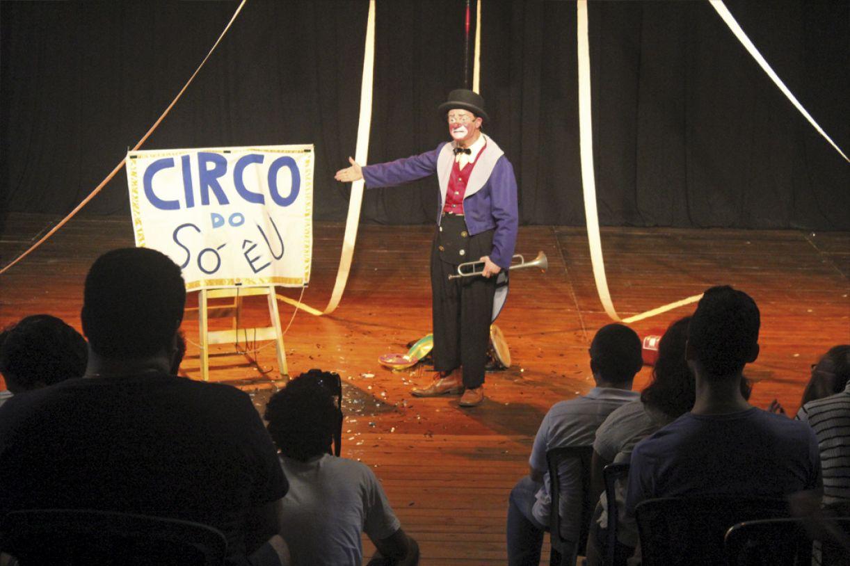 Espetáculo 'Circo do só eu' foi criado pelo grupo Barracão Teatro, herdeiro de família de circenses