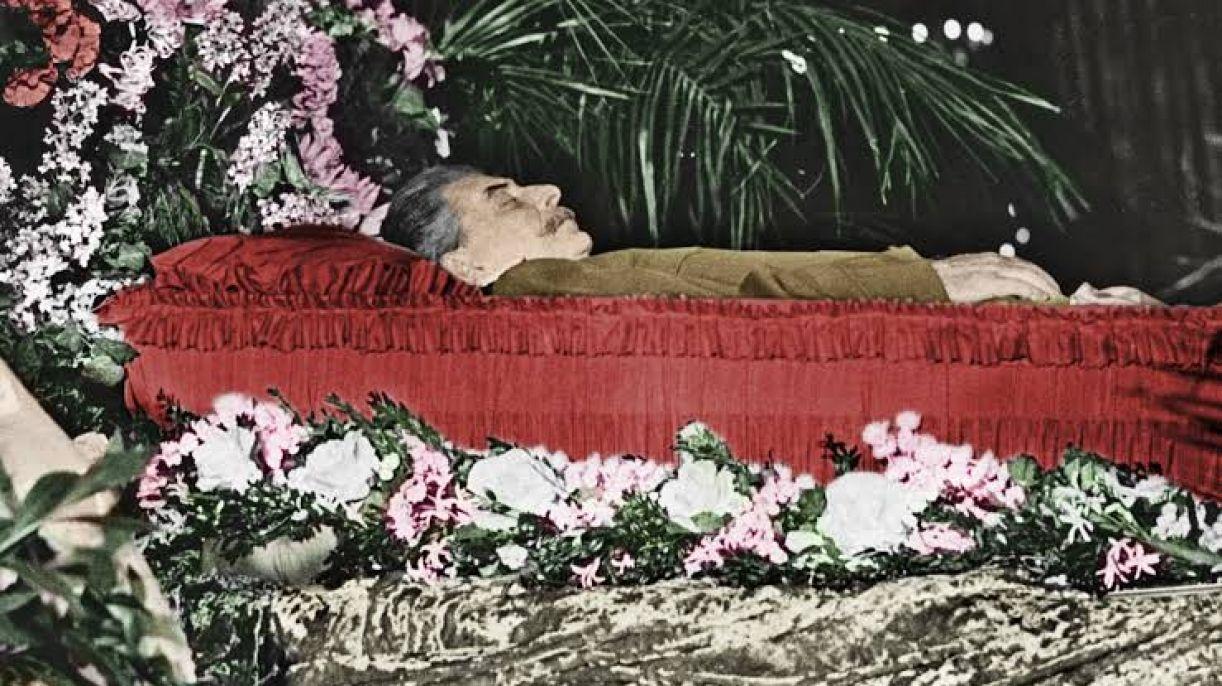 Documentário 'State funeral' usa imagens de arquivo do dia do velório de Stalin