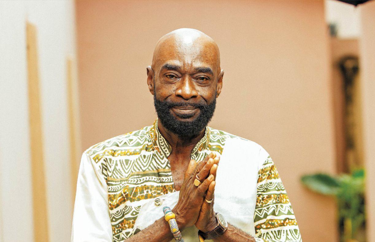 Pat Thomas é um dos representantes do highlife, gênero que antecede o afrobeat
