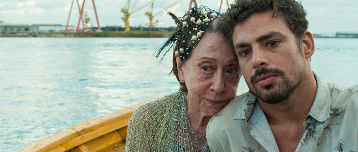 Nesta cena de 'Piedade', Carminha (Fernanda Montenegro) e Sandro (Cauã Reymond)