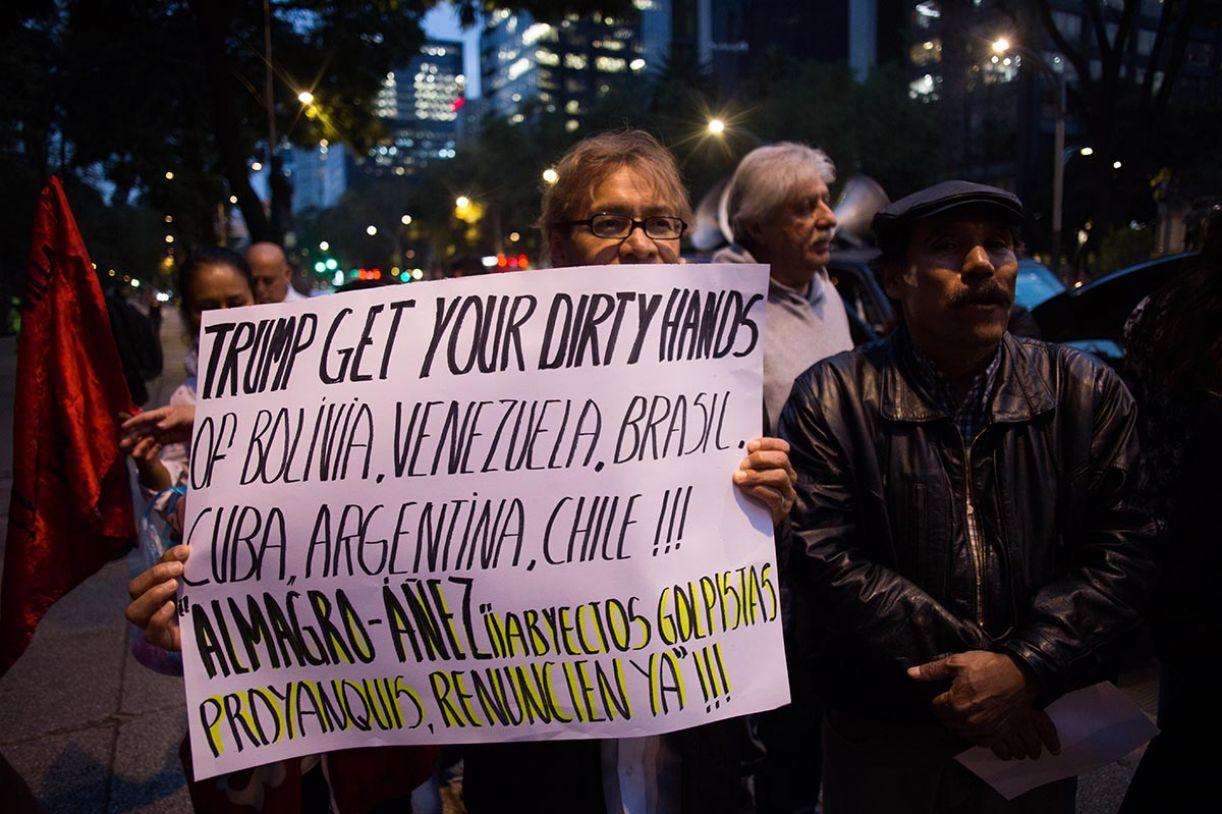 Protesto na Embaixada dos EUA, na Cidade do México, no dia 15 de novembro, contra a deposição de Evo Morales da Bolívia