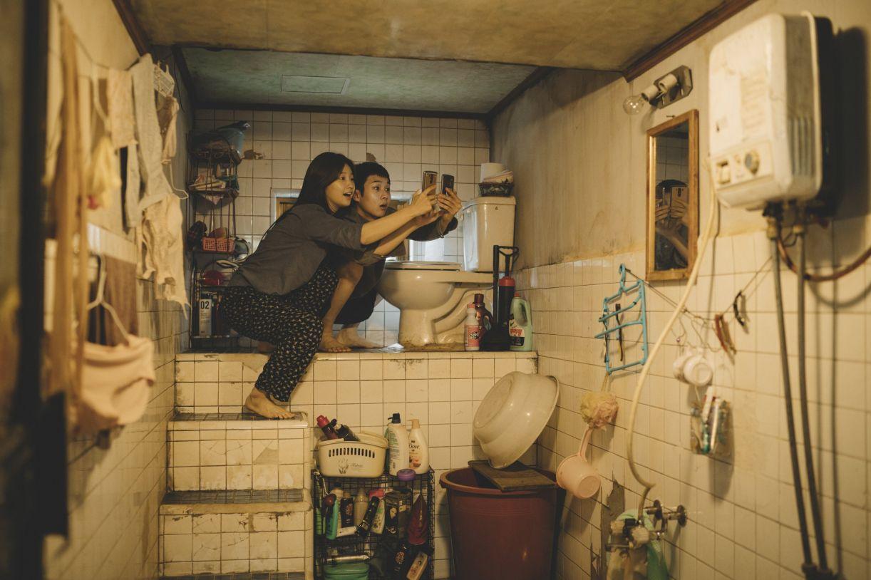"""No filme, família Kim vive amontoada em um """"porão"""" situado na região periférica da Coreia do Sul"""