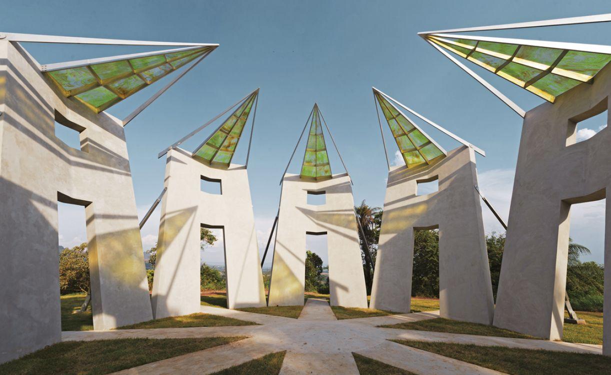 Vista interna da nova obra permanente do Inhotim (MG) feita pelo artista. Sem título, tem 6,3 metros de altura por 14,6 metros de diâmetro