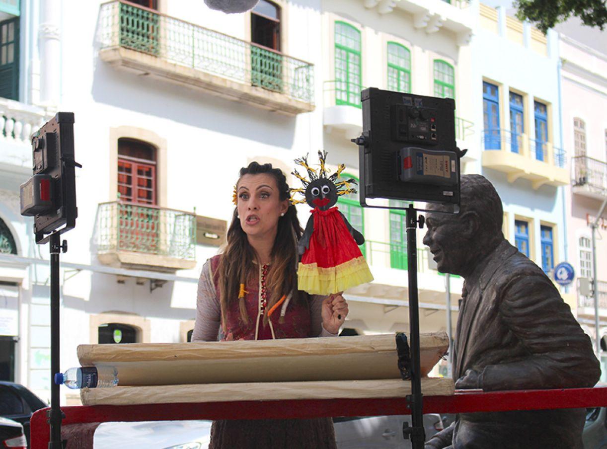 A contadora de histórias Carol Levy prepara projeto audiovisual no Recife