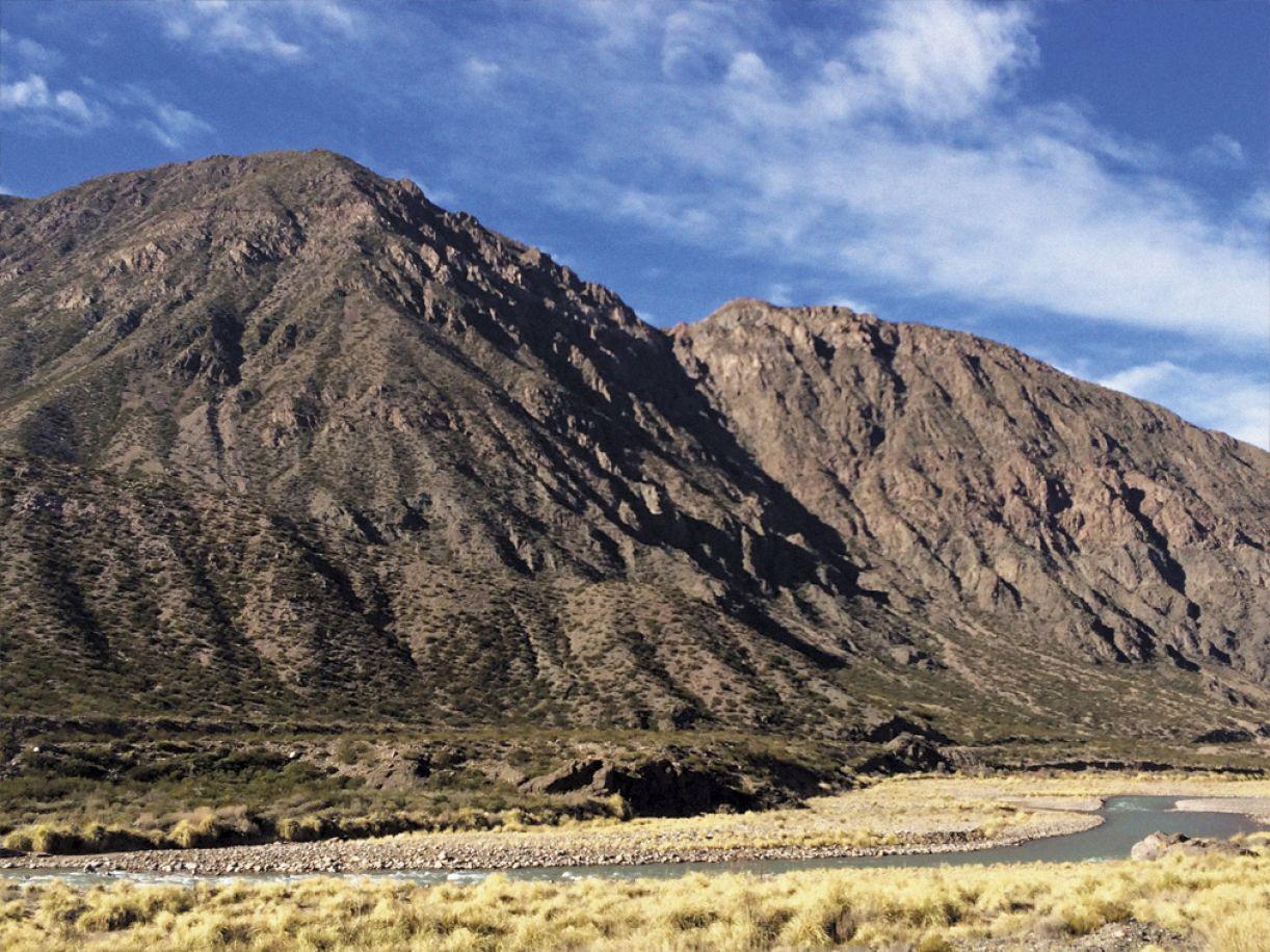 A Cordilheira dos Andes se estende do Caribe à Península Antártica
