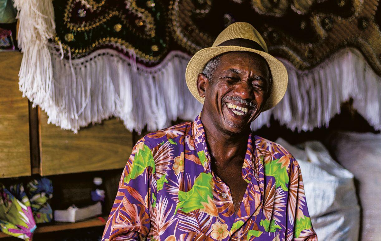 Antes de se tornar conhecido como Mestre Barachinha, Manuel Carlos já colecionava experiências com o maracatu