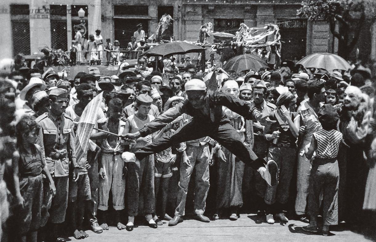 Passista no Carnaval do Recife de 1958