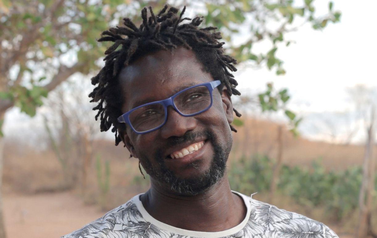O contador de histórias e produtor cultural François Moïse Bamba