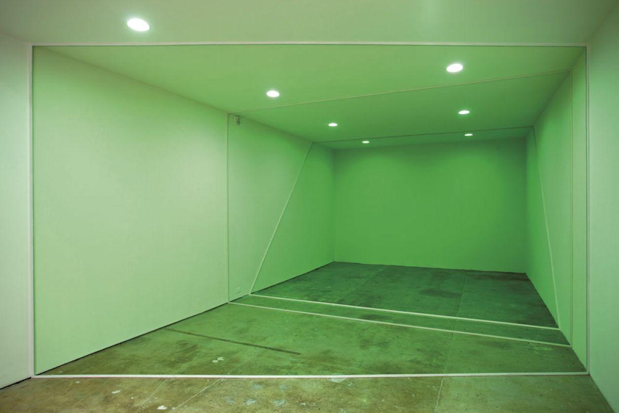 'Três seções', 2010, madeira, cera de piso e pintura sobre parede, edição: 1/3 + 1 AP, dimensões variáveis