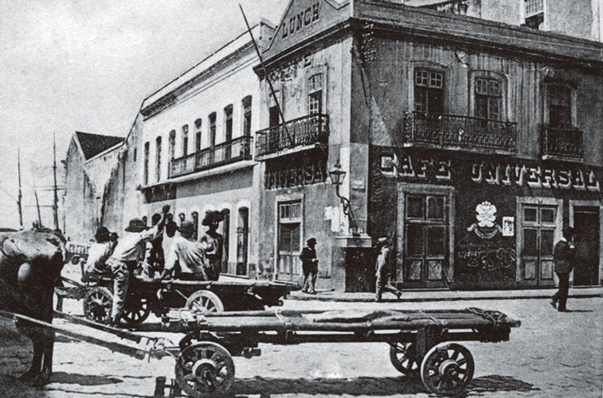 Mais comuns no século XX, os cafés surgem no Recife do século XIX como espaços iminentemente masculinos