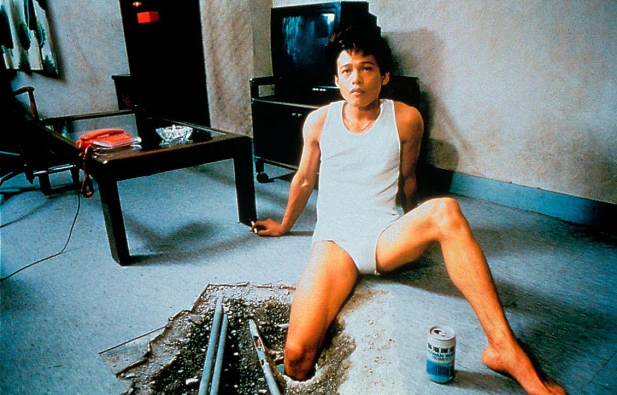 Em 'O buraco' ('The hole', 1998), Tsai Ming-Liang volta a trabalhar questões caras à sua filmografia: a solidão e a incomunicabilidade