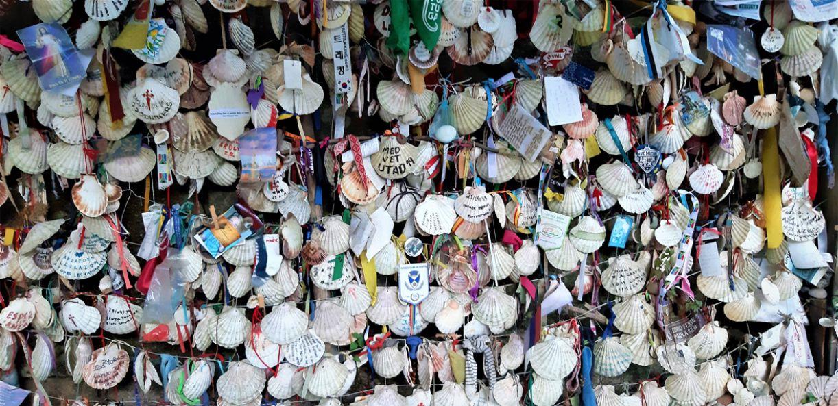A concha do peregrino é símbolo milenar e universal do Caminho de Santiago
