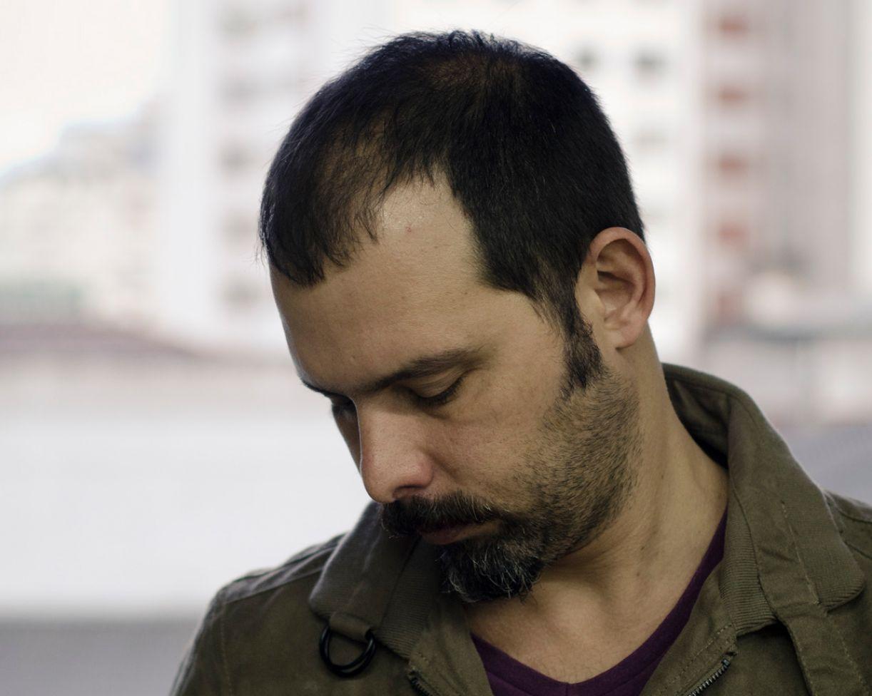 O desenhista, poeta e artista plástico carioca André Dahmer