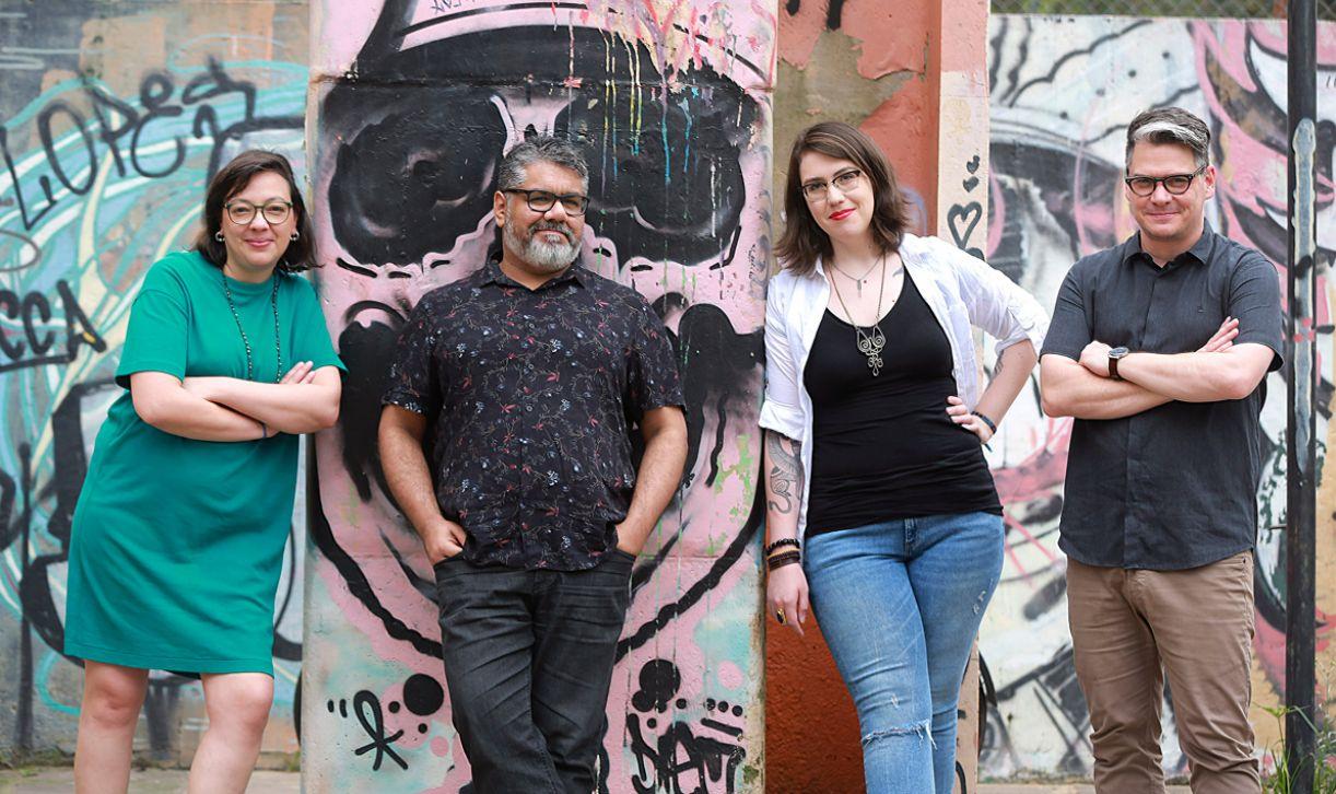 Livro foi escrito em conjunto por Natalia Borges Polesso, Samir Machado de Machado, Luisa Geisler e Marcelo Ferroni