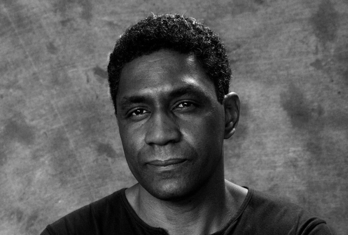 Nascido em Juiz de Fora (MG), em 1963, Edimilson de Almeida Pereira traz na sua escrita as marcas da infância