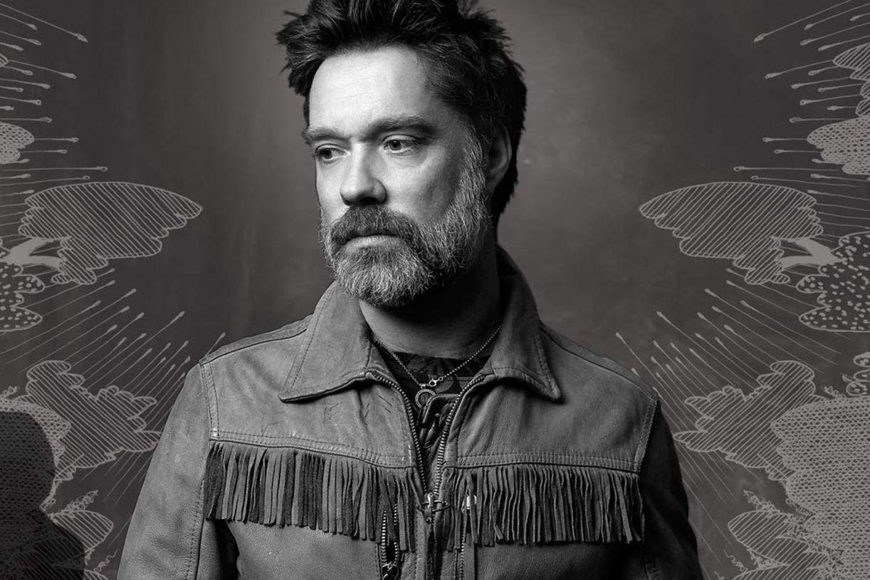 Detalhe da foto de capa do disco 'Unfollow the rules', do artista norte-americano