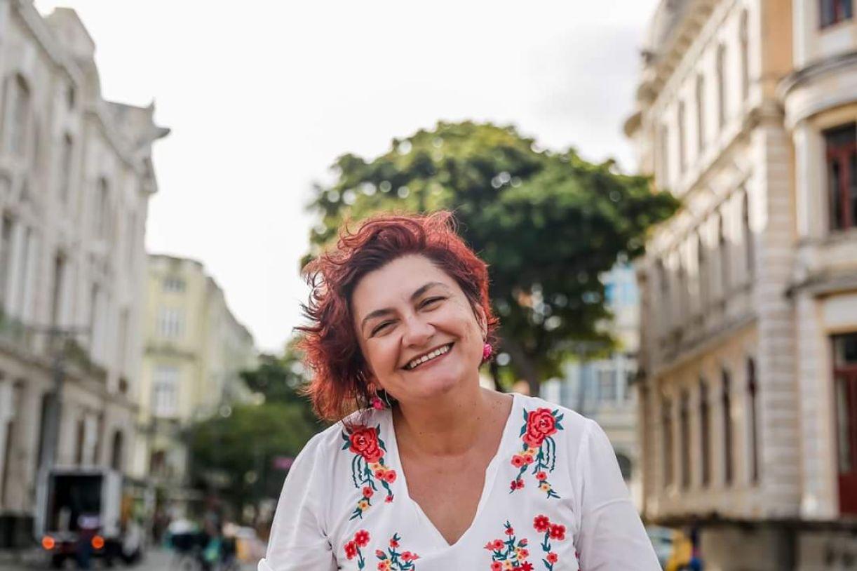 Cida Pedrosa lança seu décimo livro, 'Estesia'