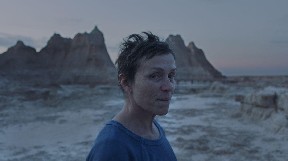 Frances McDormand protagoniza 'Nomadland', dirigido pela chinesa radicada nos Estados Unidos Chloé Zhao