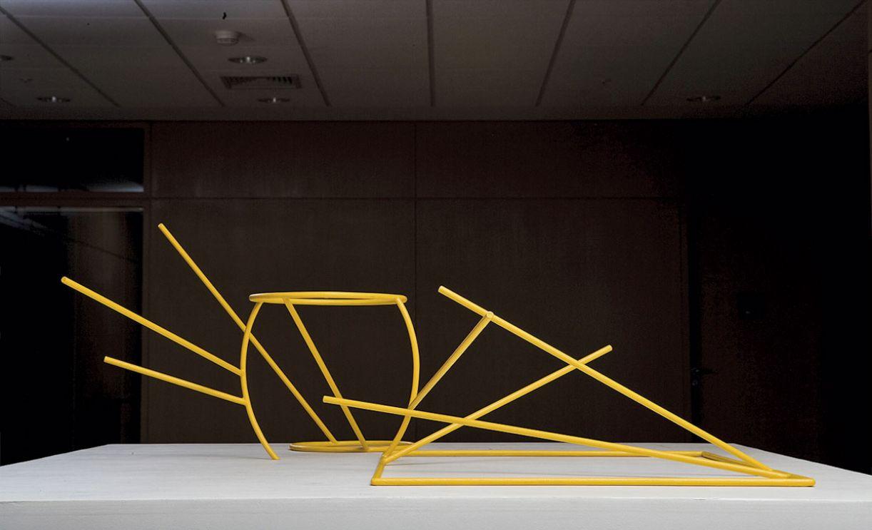 Escultura do artista Waltércio Caldas, sem título, é de 2002