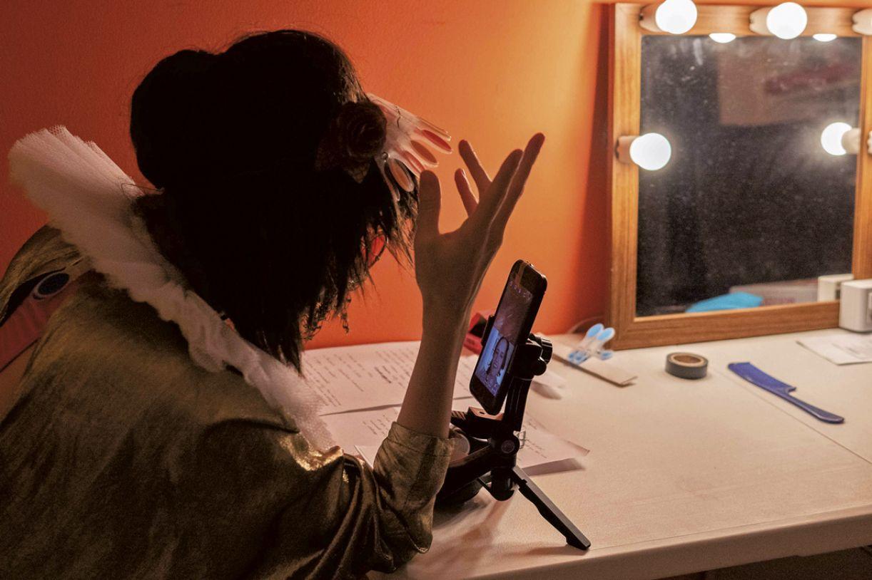 Espetáculo virtual 'Clã_destino', realizado em várias plataformas pelo grupo Clowns de Shakespeare