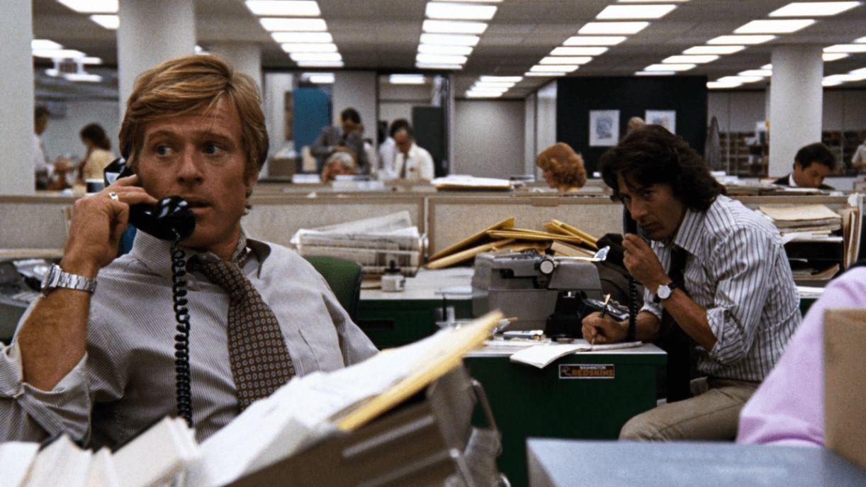 Robert Redford e Dustin Hoffman interpretam os repórteres Bob Woodward e Carl Bernstein no filme 'Todos os homens do presidente' (1976)