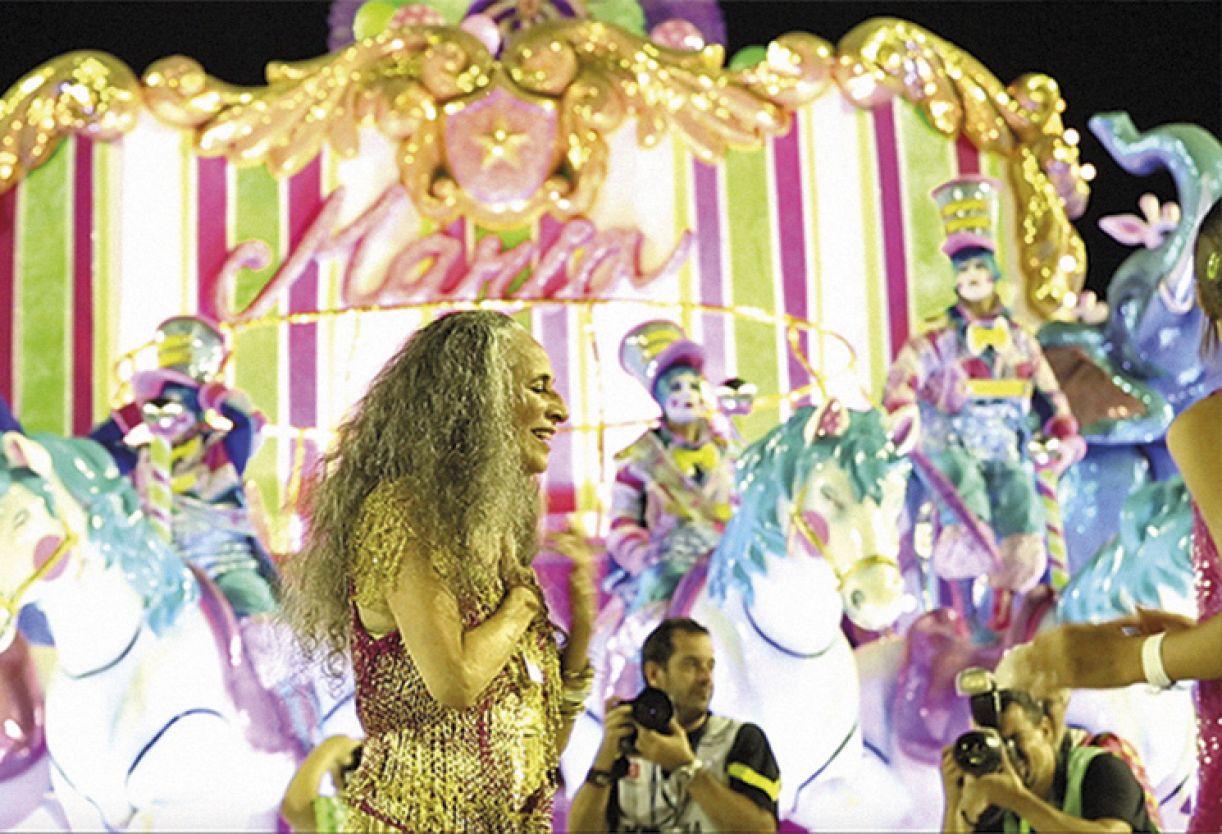 Maria Bethânia no desfile da Mangueira em 2016
