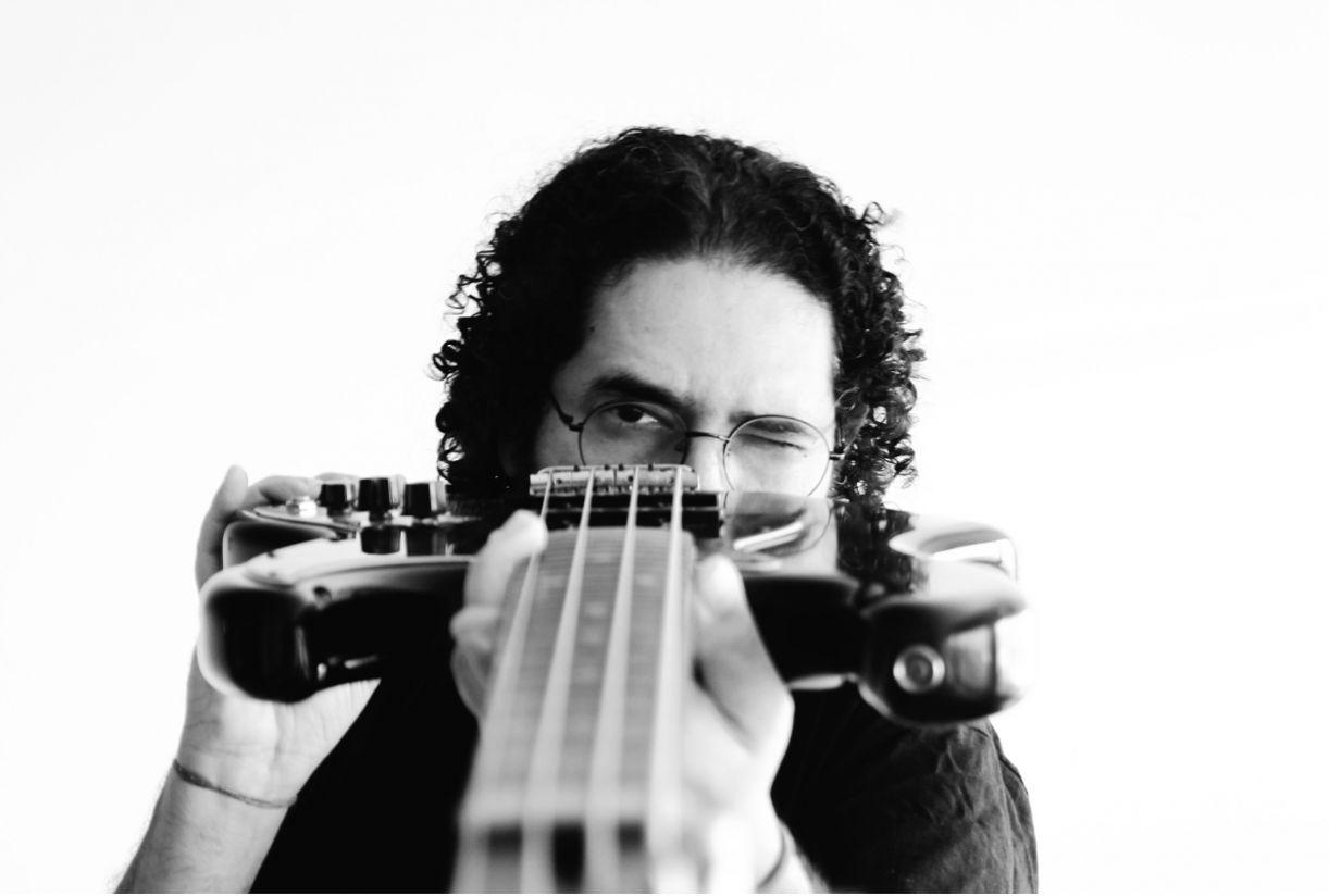 Juliano Holanda escolheu este momento para lançar seu terceiro disco